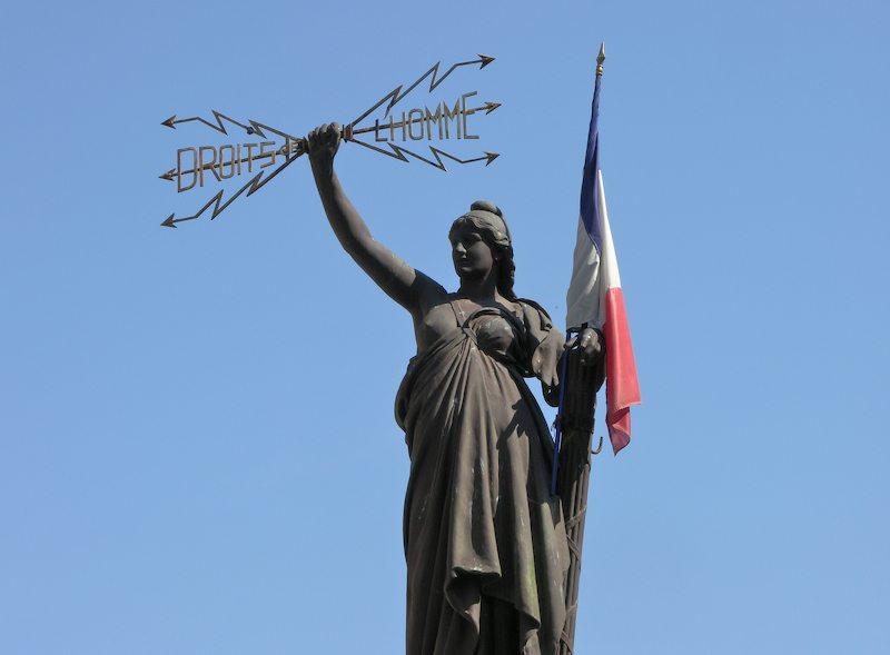 La_République_bransissant_les_droits_de_l'homme._Pézénas